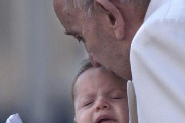 Celna riposta Papieża Franciszka na płacz dziecka