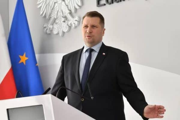 Minister-edukacji-i-nauki-Przemyslaw-Czarnek-instruuje-uczniów-jak-opanować-strach-przed-zmianą